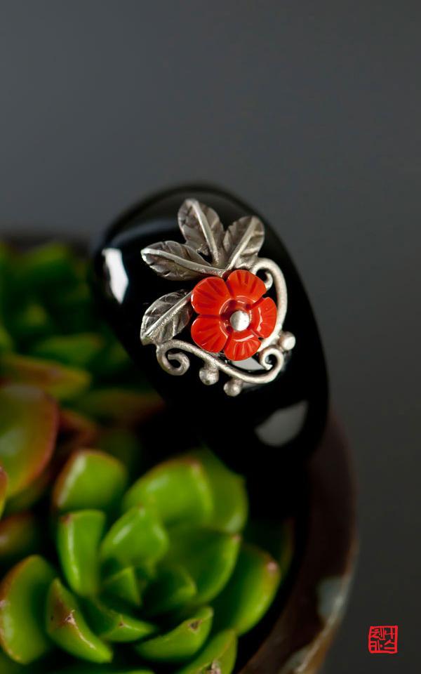 6934 - [나스첸카 NASCHENKA] 붉은 루즈 바르듯 [실버 수공예 산호 오닉스 반지] _ 부모님 선물